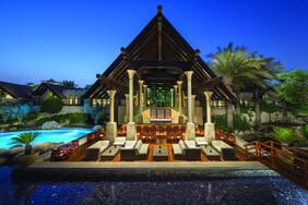 Jumeirah Beach Hotel - Dubai Beachfront