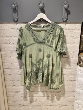 Embroidered Short Sleeve Sequinned Top