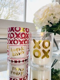Hugs & Kisses Candle - Prosecco Scent